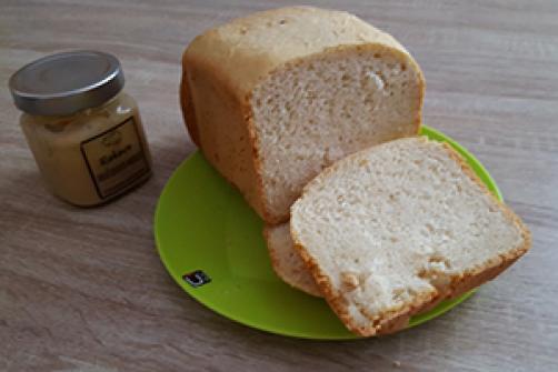 Pirin beli kruh iz avtomata
