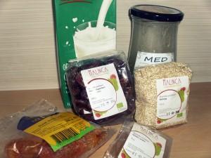 Kvinoja-z-datlji-in-marelicami