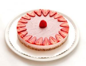 Presna jagodna torta s strani (1)