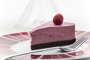 Raw-raspberry-cake-piece