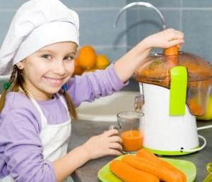mladi v kuhinji