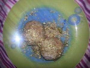 Kamutovi,pirini skutni cmoki s prelivom iz medu in mletimi orehi