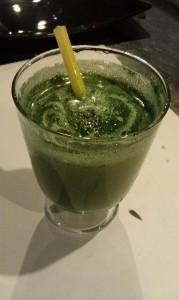 Naravni sok z zelenimi algami in brokolijem3